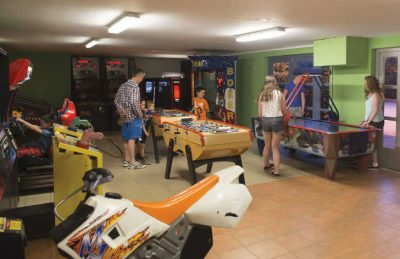 Camping Club Mar Estang Games Room