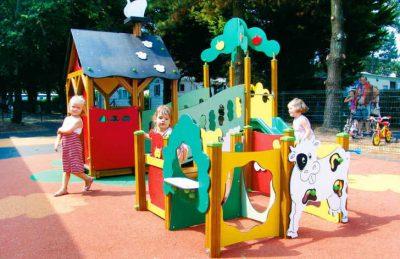 Camping Domaine de Leveno Playground