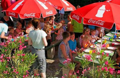 Camping les Charmilles Outdoor Dining area