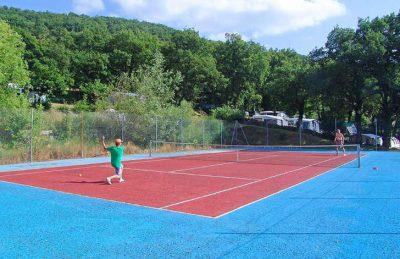 Camping les Charmilles Tennis Court