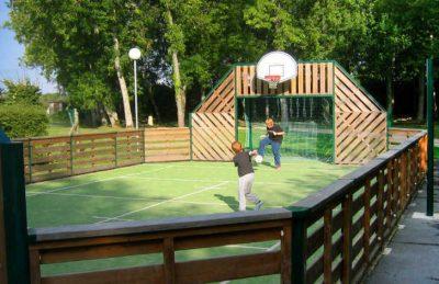 Camping Les Etangs Fleuris Sports Court