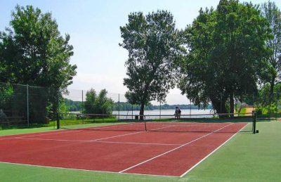Camping L'Isle Verte Tennis Court