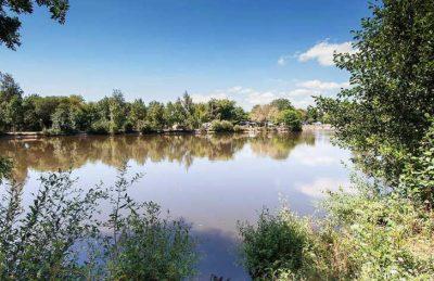 Camping RCN La Ferme du Latois Lake