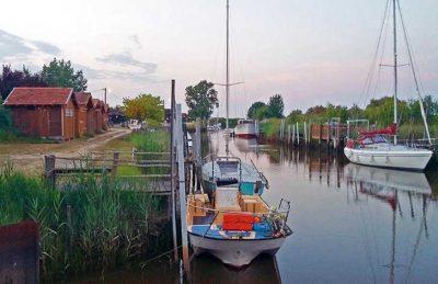 Campsite des Familles Boat Mooring