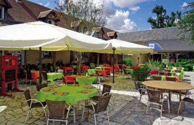 Domaine de Dugny Outdoor Dining