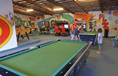 Domaine du Verdon Games Room Snooker