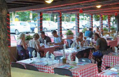 Domaine du Verdon Restaurant Seating