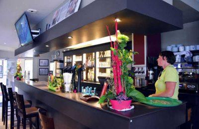 La Cote de Nacre Bar