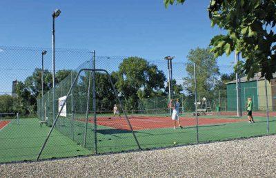 Le Pontet Campsite Tennis Court