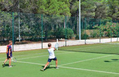 Parc St James Oasis Tennis Game
