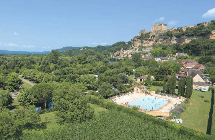 Camping le Capeyrou Pool Overview