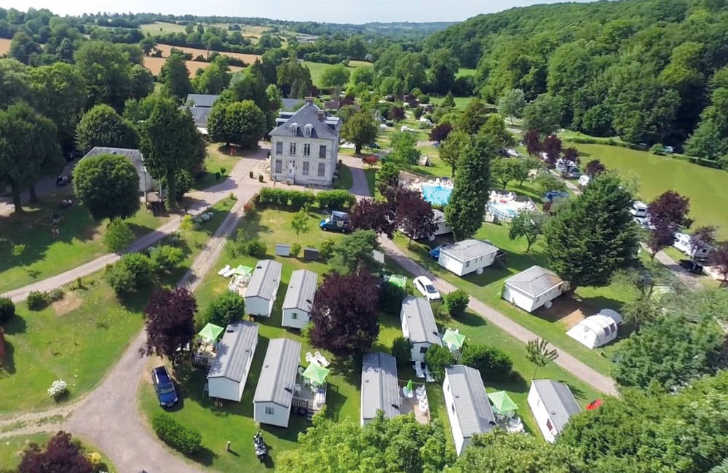 A number of mobile homes that surround the Chateau and pool