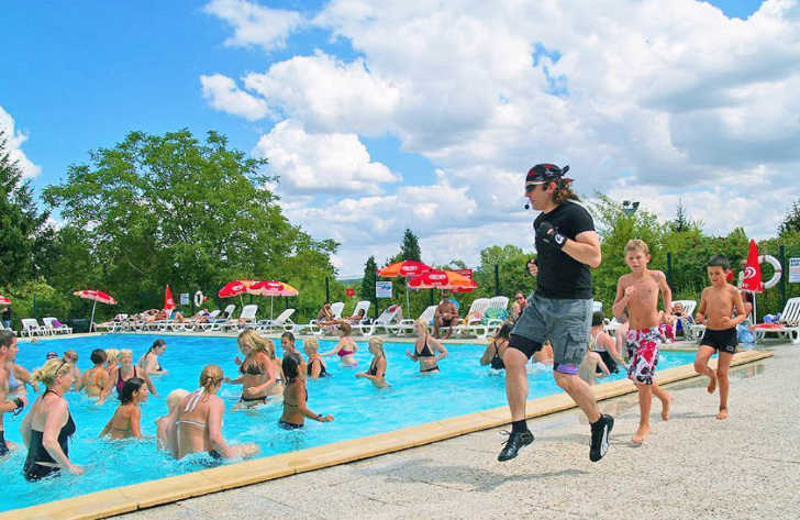 Le Village Parisien Varreddes Pool Fitness Class